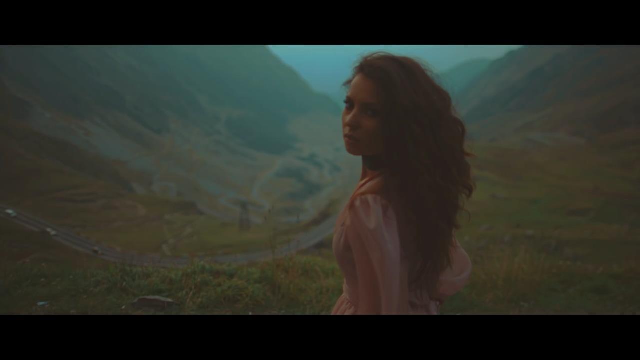 AMI feat. What's UP — Un actor (перевод)
