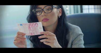 Sorina Ceugea – Banii te imbătrânesc la fața перевод