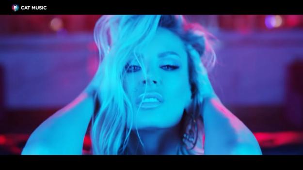 Andreea Banica feat. Balkan - Ce vrei de la mine lyrics / перевод